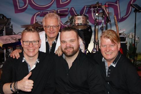 Bob Stevens med nya sångaren Christoffer Bengtsson